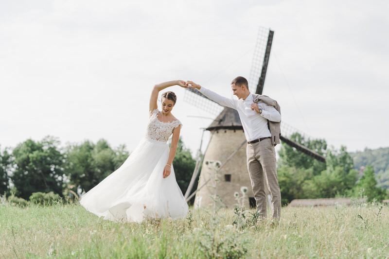 Liza + Áron Outdoor Classy Wedding